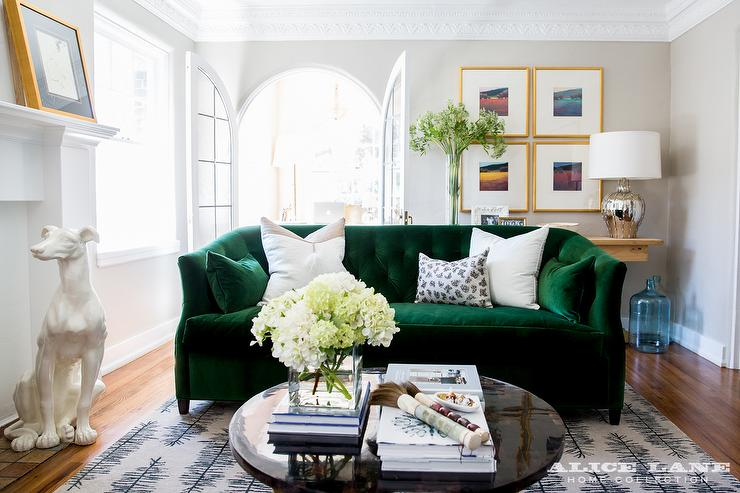 emerald-green-velvet-tufted-sofa-glossy-black-coffee-table